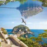 Zadziwiający fantastyczny irrealny świat, kolaż z punktami zwrotnymi Ischia wyspy, Włochy zdjęcia stock