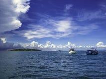 Zadziwiający Idylliczny ocean i Chmurny niebo w urlopowym czasie zdjęcia royalty free