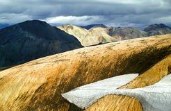 Zadziwiający irrealny powulkaniczny górzysty krajobraz w Iceland w pięknym świetle zdjęcia stock