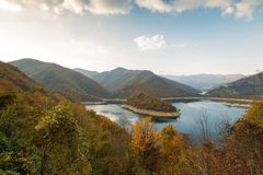 Zadziwiający jesień krajobraz meander Ponowny Vacha Antonivanovtsy zdjęcie stock