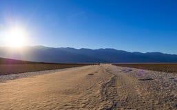 Zadziwiający krajobraz Śmiertelny Dolinny parka narodowego Badwater słone jezioro KALIFORNIA, PAŹDZIERNIK - 23, 2017 - ŚMIERTELNA Fotografia Royalty Free