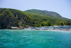 Zadziwiający krajobraz Czarne góry i morze Fotografia Royalty Free