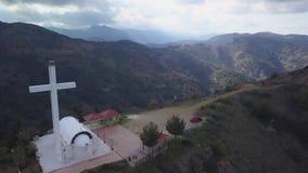 Zadziwiający krajobraz góry w Troodos w Cypr w lato wieczór, antena strzał zbiory wideo