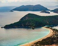 Zadziwiający krajobraz Oludeniz plaża i zatoka, Mugla, Turcja Powietrzna fotografia od Lycian sposobu Lata i wakacje pojęcie obraz stock