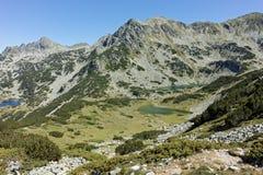 Zadziwiający krajobraz z Prevalski jeziorami i Dzhangal osiągamy szczyt, Pirin góra Obrazy Royalty Free