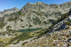 Zadziwiający krajobraz z Prevalski jeziorami i Dzhangal osiągamy szczyt, Pirin góra Zdjęcie Royalty Free