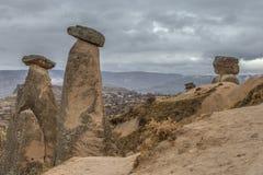 Zadziwiający krajobrazy z skałami i skały w Cappadocia, Turcja, kocha i odwiedza turystami od światu po całym Zdjęcia Stock