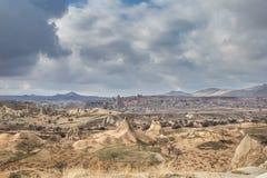 Zadziwiający krajobrazy z skałami i skały w Cappadocia, Turcja, kocha i odwiedza turystami od światu po całym Fotografia Stock