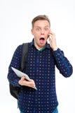Zadziwiający męski uczeń opowiada na telefonie Obraz Royalty Free