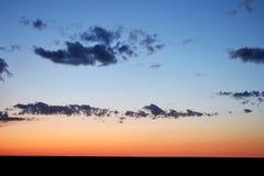 Zadziwiający natury tło z wieczór niebem Obrazy Royalty Free