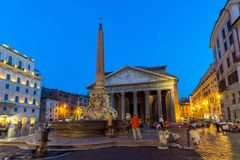 Zadziwiający noc widok panteonu i piazza della Rotonda w mieście Rzym, Włochy Obrazy Stock