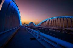 Zadziwiający nocy Dubai VIP most z pięknym zmierzchem Intymny ro zdjęcia royalty free