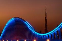 Zadziwiający nocy Dubai VIP most z pięknym zmierzchem Intymny ro zdjęcie royalty free