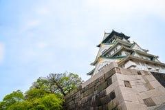 Zadziwiający oddolny widok Osaka kasztel zdjęcie stock