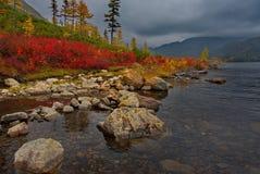 Zadziwiający piękno jesień Daleki Wschód jezioro Maksi fotografia stock