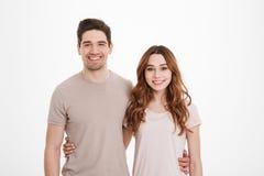 Zadziwiający portret młodzi zamężni ludzie 20s kobiety i mężczyzna weari Obrazy Stock