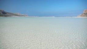 Zadziwiający seascape z spokój fala i piaskowatą plażą zdjęcie wideo