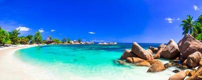 Zadziwiający tropikalni wakacje w raj plażach Seychelles, Prasa obraz stock