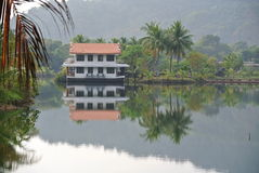Zadziwiający tropikalny kurort na wodzie Obrazy Royalty Free