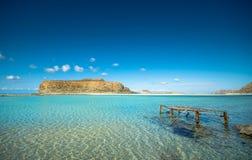 Zadziwiający widok Balos laguna z magicznym turkusem nawadnia, laguny, tropikalne plaże czysty biały piasek i Gramvousa wyspa fotografia royalty free