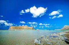 Zadziwiający widok Balos laguna z magicznym turkusem nawadnia, laguny, tropikalne plaże czysty biały piasek i Gramvousa wyspa zdjęcia stock
