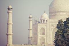 Zadziwiający widok na Taj Mahal w zmierzchu świetle z odbiciem wewnątrz Obraz Royalty Free