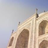 Zadziwiający widok na Taj Mahal w zmierzchu świetle z odbiciem wewnątrz Obraz Stock