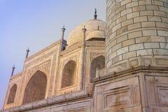Zadziwiający widok na Taj Mahal w zmierzchu świetle z odbiciem wewnątrz Fotografia Royalty Free