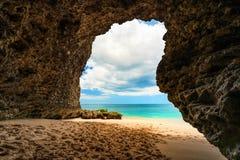 Zadziwiający widok od halnej jamy tropikalna plaża fotografia royalty free