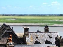 Zadziwiający widok od opactwa saint michel Francuska architektura, forteress na wyspie fotografia royalty free