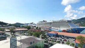 Zadziwiający widok przez święty Tomasowskiej wyspy, widok port i statki wycieczkowi; Święty Thomas, U S wyspy dziewicze zbiory