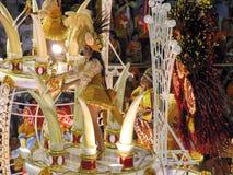 Zadziwiający wielkie widowisko podczas rocznego karnawału w Rio De Janeiro obrazy stock