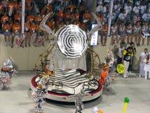 Zadziwiający wielkie widowisko podczas rocznego karnawału w Rio De Janeiro zdjęcia stock