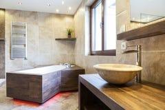 Zadziwiający wnętrze łazienka obraz stock