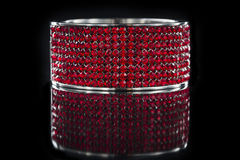 Zadziwiająca czerwona bransoletka obrazy stock