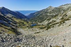 Zadziwiająca panorama od Mozgovitsa przepustki, Pirin góra Obrazy Stock