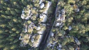 Zadziwiaj?ca rockowa formacja na Szczeliniec Wielki w Sto?owym g?ra parku narodowym Atrakcja turystyczna Polski Sudetes zbiory wideo