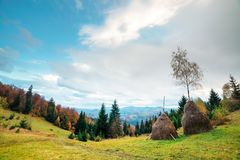 Zadziwiająca wiejska scena na jesieni dolinie Obraz Royalty Free