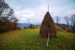 Zadziwiająca wiejska scena na jesieni dolinie Zdjęcia Royalty Free