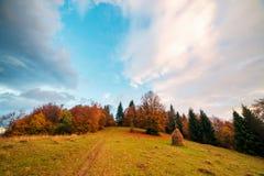 Zadziwiająca wiejska scena na jesieni dolinie Obraz Stock