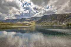 Zadziwiający halni jeziora Zdjęcie Stock