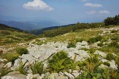 Zadziwiający krajobraz blisko Siedem Rila jezior Obrazy Stock