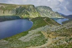Zadziwiający krajobraz cynaderki i Oko jeziora Siedem Rila jezior Obraz Royalty Free