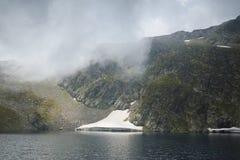 Zadziwiający krajobraz Oko jezioro Siedem Rila jezior Fotografia Royalty Free