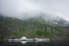 Zadziwiający krajobraz Oko jezioro Siedem Rila jezior Obrazy Royalty Free