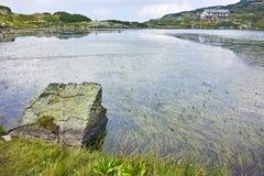 Zadziwiający krajobraz Rybi jezioro Siedem Rila jezior Zdjęcia Stock