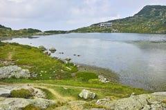 Zadziwiający krajobraz Rybi jezioro Siedem Rila jezior Obrazy Stock