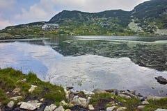 Zadziwiający krajobraz Rybi jezioro Siedem Rila jezior Zdjęcie Stock
