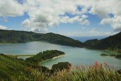 Zadziwiający krajobrazowy widok krateru wulkanu jezioro w Sao Miguel isla Fotografia Stock