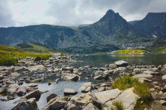 Zadziwiający widok Koniczyna jezioro, Rila góra Siedem Rila jezior Obrazy Royalty Free